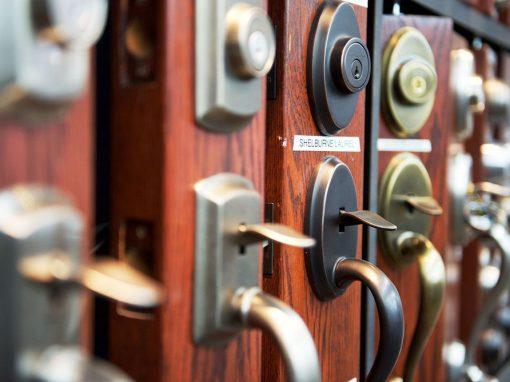 Vente et installation de quincaillerie de porte à Joliette - Portes et Fenêtres E. Charrier à St-Ambroise-de-Kildare